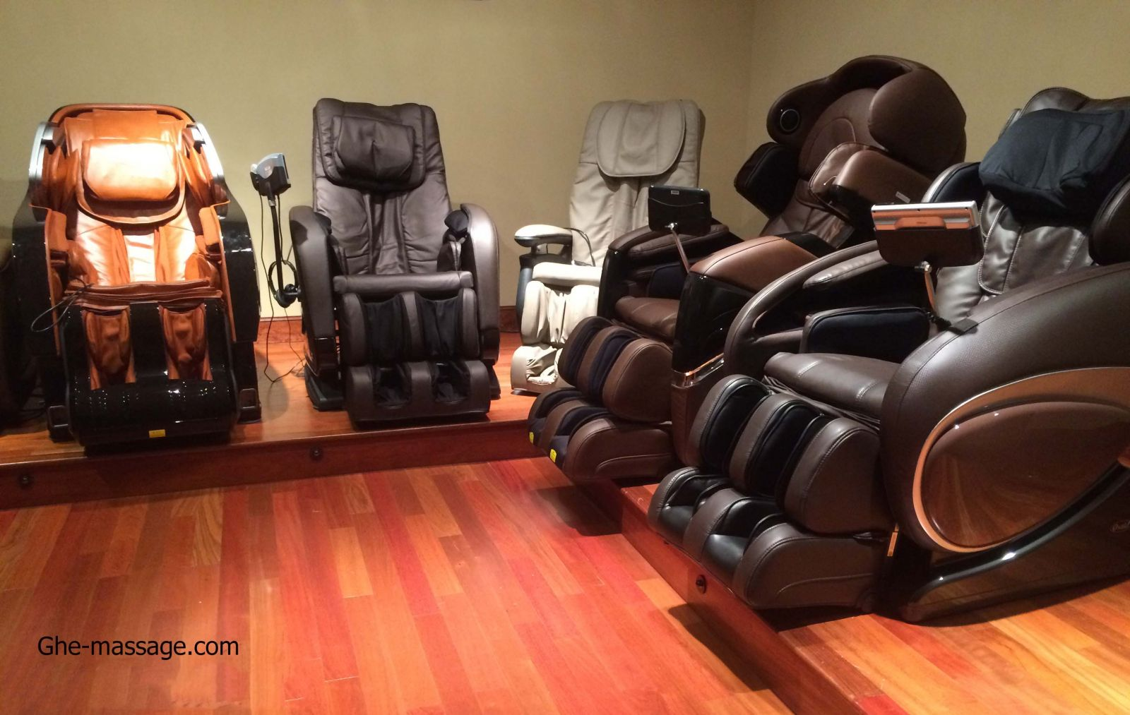 showroom ghe massage