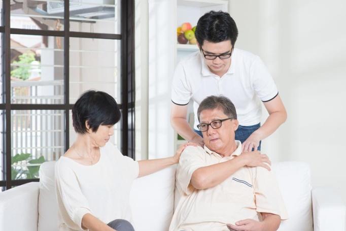 """""""Kết thân"""" cùng ghế massage cho người già trong việc chăm sóc sức khỏe"""